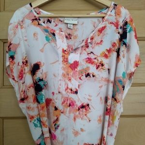 Bright Abstract Sleeveless Blouse with Belt